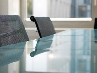 mesa-cristal-oficina